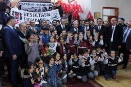 Beşiktaş'tan çocuklara 800 forma hediye