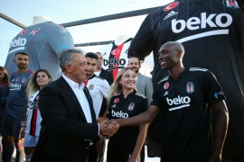 Beşiktaş'ın 2021-2022 sezonu formaları Boğaz'da teknede tanıtıldı