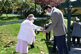 Başkan Akpolat 65 yaş üstü komşularının bayramını kutladı