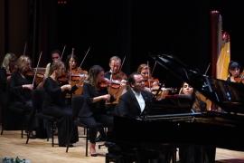 Cumhuriyet Bayramı Özel Konserinde zeybek ve vals