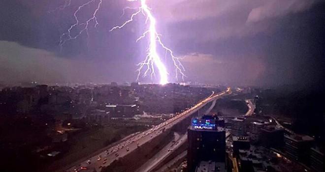 Cumartesi gecesi Beşiktaş'ı da etkileyen İstanbul'daki türbülans fırtınası nedir?