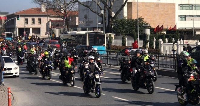 Motosikletlilerden şehitler için konvoy