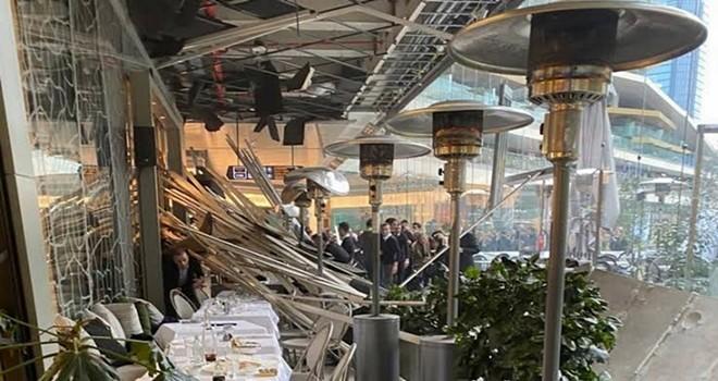 Zorlu Center'daki cafenin çatısı çöktü