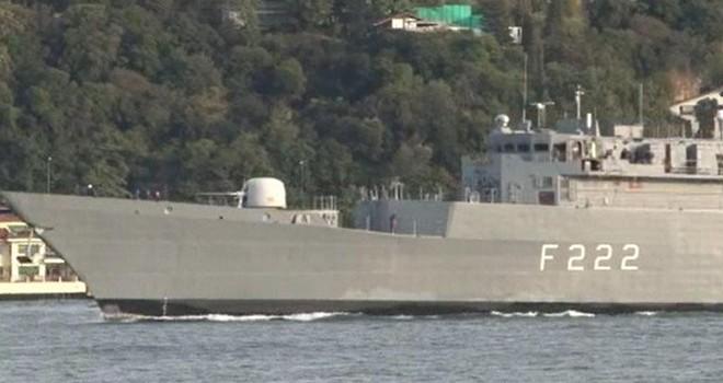 Romanya savaş gemisi İstanbul Boğazı'ndan Karadeniz'e yol aldı
