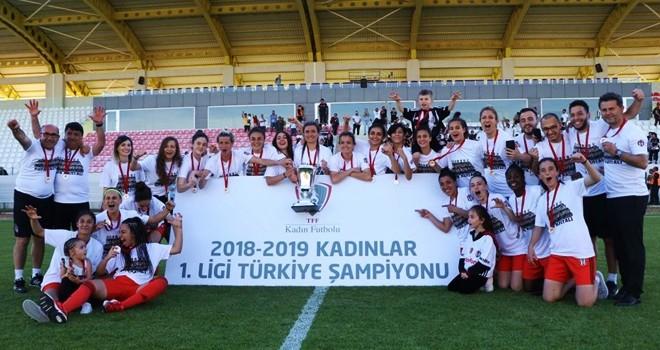 Şampiyon Beşiktaş Kadın Futbol Takımı