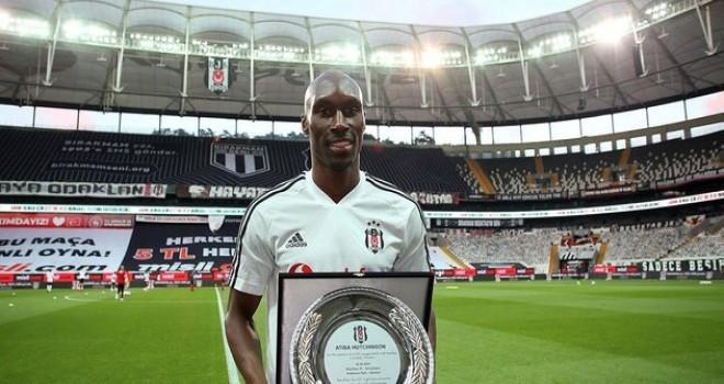 Atiba Hutchinson Beşiktaş'ta devam etmek istiyor