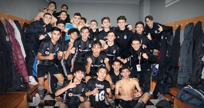 Beşiktaş U-15'te zafer sevinci