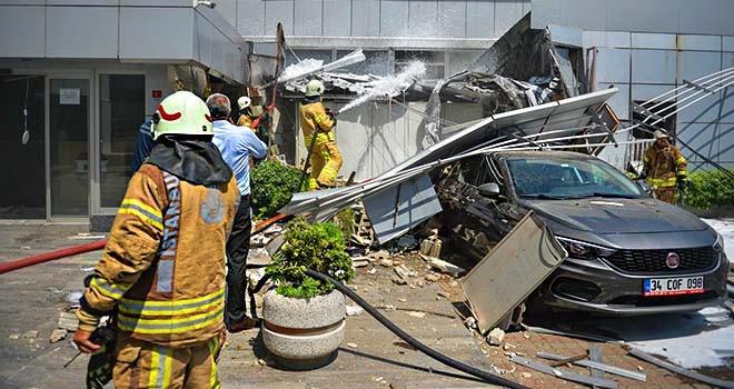 Gayrettepe'de patlayan trafoda yangın çıktı