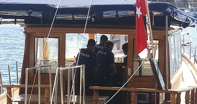 Kuruçeşme'deki bir teknede erkek cesedi bulundu