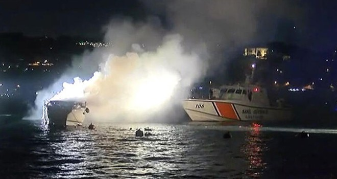 Beşiktaş'ta yanan tekne battı