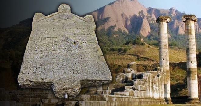 Türkiye'den kaçırılan 1800 yıllık kefaret yazıtı İtalya'dan teslim alındı