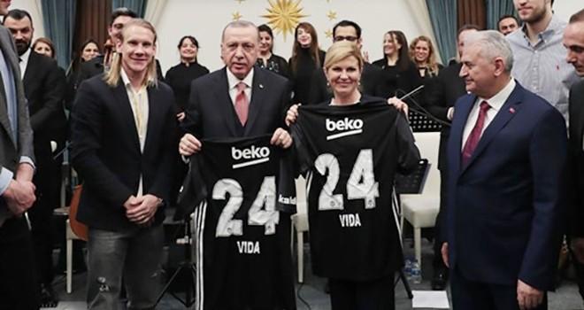 Vida'dan Cumhurbaşkanı Erdoğan'a Beşiktaş forması