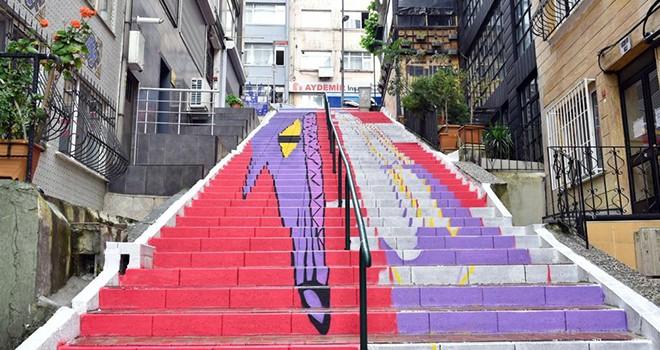 Beşiktaş'ta merdivenler renkleniyor