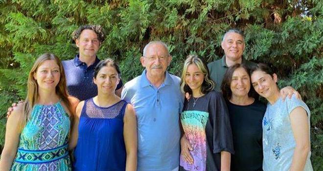 Kılıçdaroğlu'ndan aile fotoğrafıyla Kurban Bayramı kutlaması