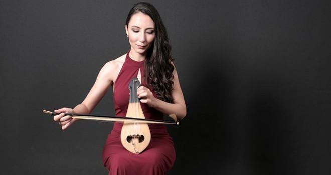 Türk Müziği'nin kadın enstrümanist temsilcilerinden Deniz Akdoğan'ın şarkıları Radyo Beşiktaş'ta!