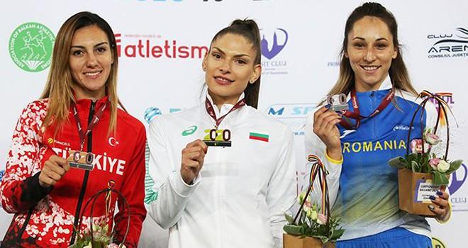 Siyah-beyazlı sporcu Tuğba Aydın bronz madalya kazandı