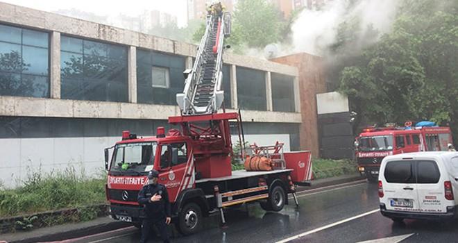 Eski TV binasında çıkan yangına Beşiktaş itfaiyesi yetişti