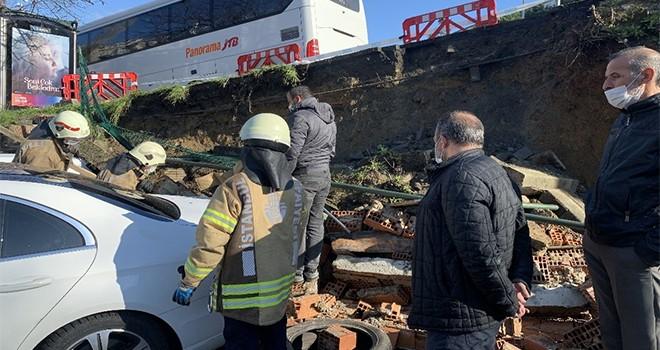 İstinat duvarı çöktü, 3 araç hasar gördü