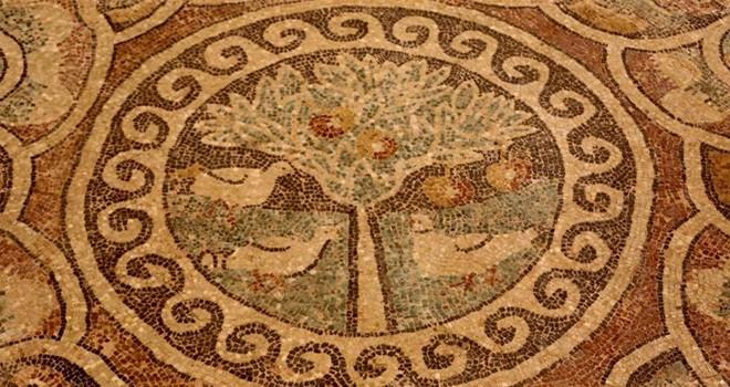 Kaçak kazıda 1800 yıllık mozaik bulundu