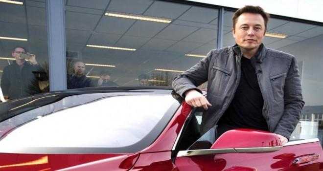 Elon Musk virüs dinlemedi
