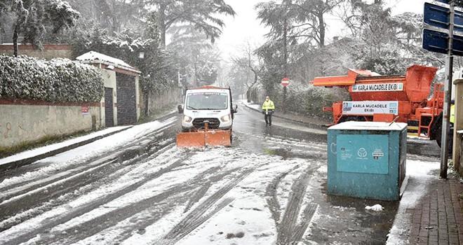 Beşiktaş'ta karla mücadele ekipleri sahada
