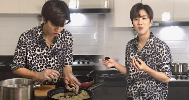 Güney Koreli sanatçı Rockdaily, Türk yemeği yaptı: Midye dolma