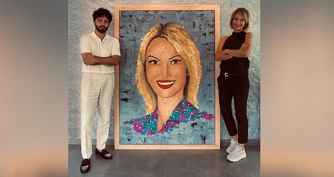 Ressam Gökhan Yıldırım'ın 55 bin TL değerindeki portre sahibine teslim edildi