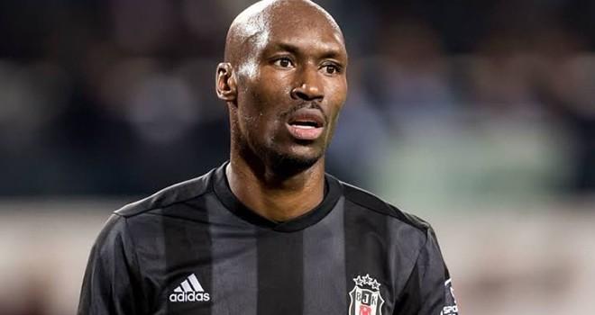 Atiba 1 sene daha Beşiktaş'ta