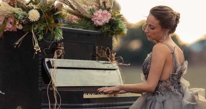 Ceren Gündoğdu'dan romantik ve samimi bir şarkı