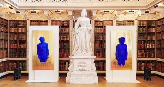 Yves Klein'in eserleri 300 yıllık sarayı ele geçirdi