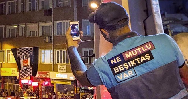 Beşiktaş Belediyesi temizlik işçisinin şampiyonluk fotosu sosyal medyayı salladı!