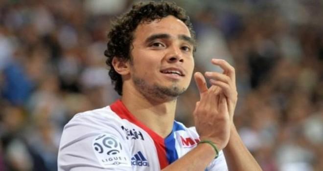 Lyon takımındaki sağ bek oyuncu Rafael ile görüşmeler sürüyor