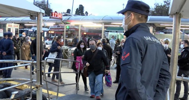 Beşiktaş İskelesi'nde yolcular ve görevliler denetlendi
