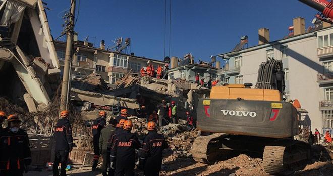 İBB, Elazığ'daki kurtarma çalışmalarını sürdürüyor