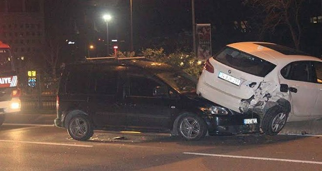 Alkollü sürücü araçların üstüne çıktı