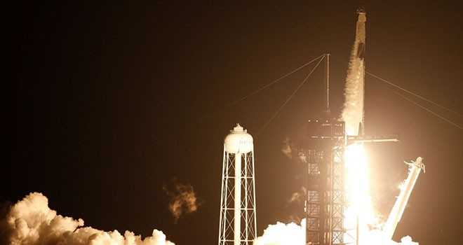 NASA'da bir ilk! Astronotlar SpaceX ile gönderildi