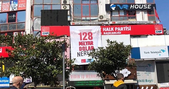 Beşiktaş CHP İlçe Örgütü de pankart astı, 128 Milyar Dolar nerede
