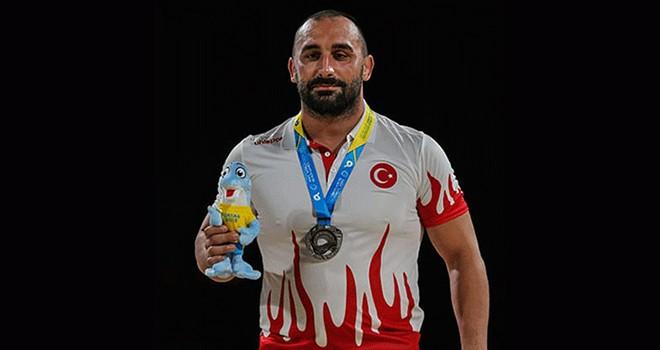 Siyah-beyazlı güreşçi Ufuk Yılmaz, Türkiye'yi temsil edecek