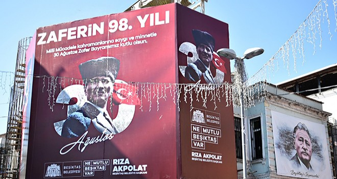 Beşiktaş Türk bayrakları ve Atatürk afişleriyle donatıldı