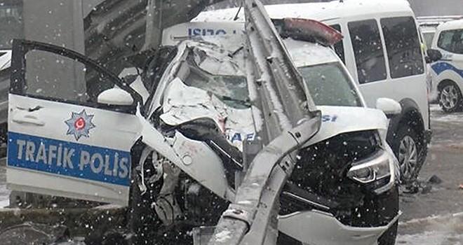 Polis araçları kaza yaptı! 3 yaralı