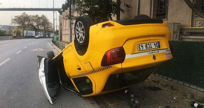 Takla atan taksi duvara çarptı