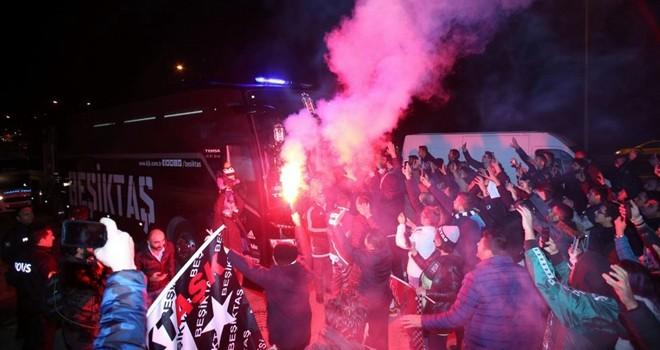 Taraftarlardan Beşiktaş'a coşkulu karşılama