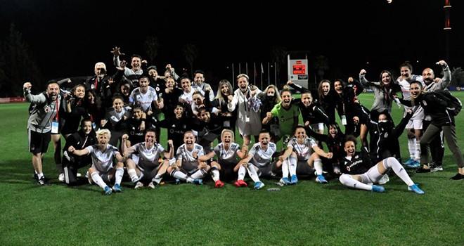 Lider Kartaliçeler Turkcell Kadın Futbol Ligi yarı final turunda