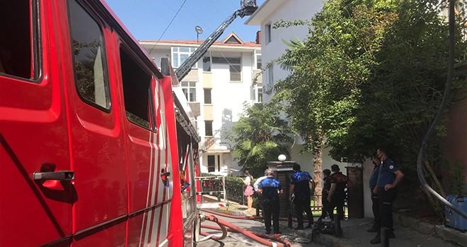 Dört katlı binadaki yangın korkuttu