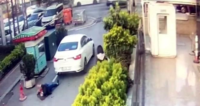 Geri manevra yapan araç hastaneden çıkan kadına çarptı