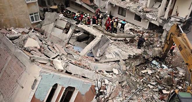 Depremde İstanbul'da 100 binlerce bina hasar alacak