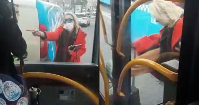 Sinirlenen kadın otobüsün kapısını tekmeleyip önüne atladı