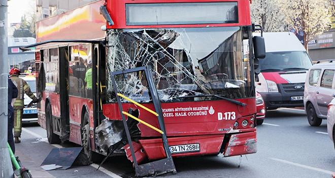 Beşiktaş'ta korkunç kaza! Bariyerler çift katlı otobüse ok gibi saplandı