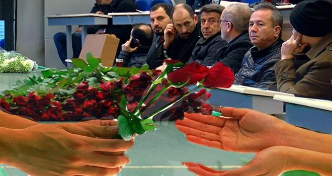 Çiçek tezgahlarında Türk-Hollanda gülü tartışması