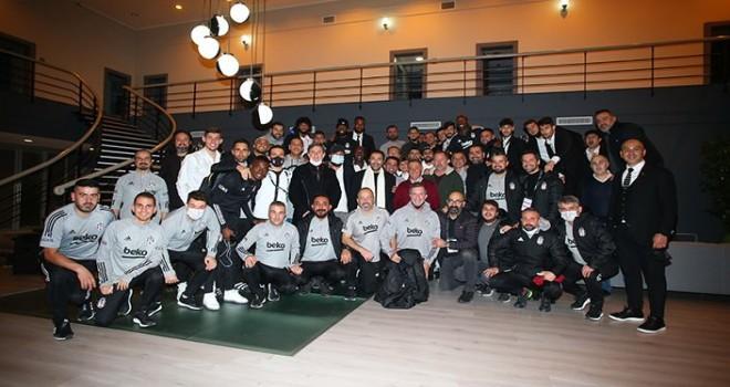 Başkan Ahmet Nur Çebi futbolcuları kutladı